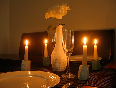 candlelit-dinner-clean-wax-from-tablecloth